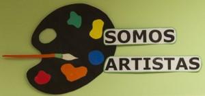 Paleta de pintor recortada en cartulina que simboliza los proyectos de Artes Plásticas