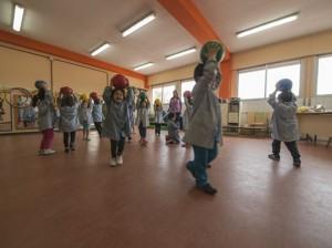 Alumnos de Educación Infantil aprenden en el aula de psicomotricidad