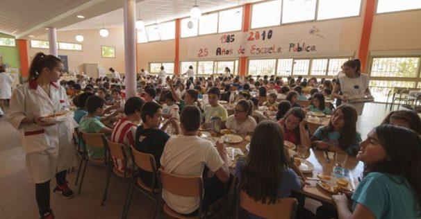 Menús saludables y nutritivos elaborados en el comedor escolar del colegio Buero Vallejo. Atención personalizada a casos con problemas alimentarios